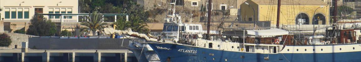 Segeltörn Balearen Bild zeigt die Atlantis vor Mahon