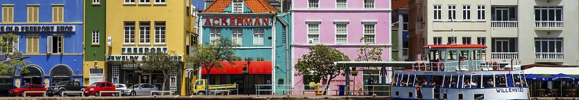 Segeltörn Curacao Bild zeigt bunte Häuserfront