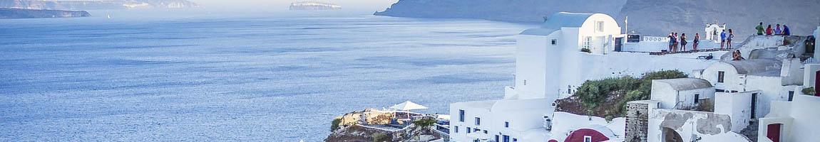 Segeltörn Griechenland Bild zeigt typische weisse Häuser