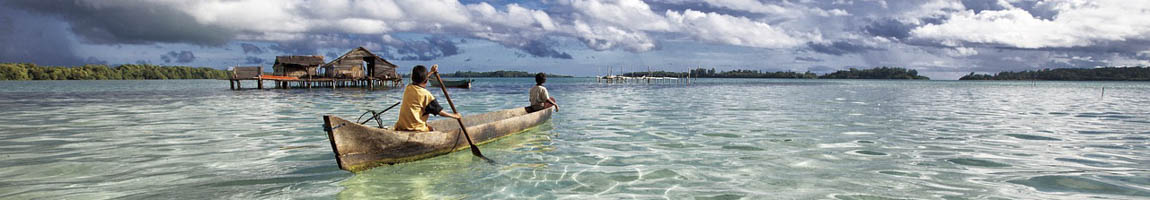 Segeltörn Indonesien Bild zeigt einheimisches Kanu