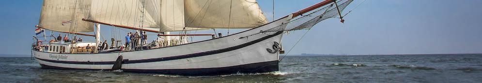 Segeltörn Polen Bild zeigt ein Traditionsschiff segelnd