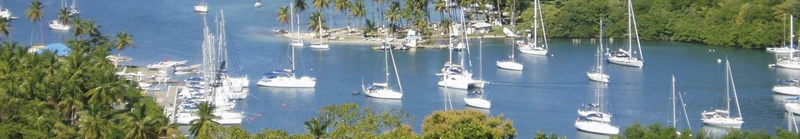 Segeltörn St.Lucia Bild zeigt in einer Bucht ankernde Segelschiffe