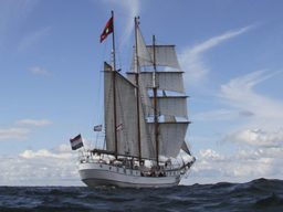 Segeltörns auf der Kieler Woche zeigt den Grosssegler Loth Lorien