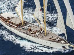 Von Athen nach Malta segeln zeigt die Chronos