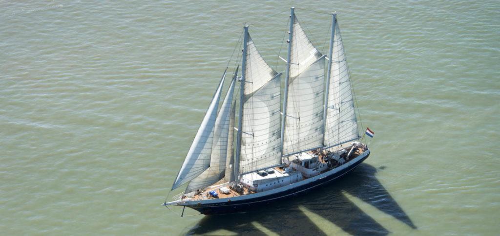 Eendracht zeigt das Schiff unter Segeln