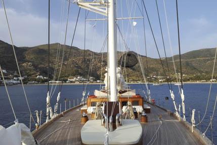 Familiensegeln Rhea zeigt das Segelschiff