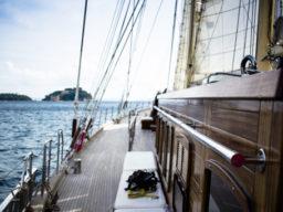 Regatta segeln zeigt die Ketsch CHRONOS