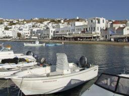 Kykladen segeln auf der Chronos zeigt Hafenszenerie