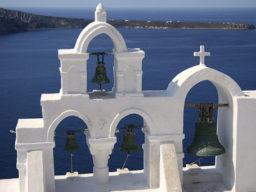 One Way Törn Kyladen zeigt typische Dächer von Santorini