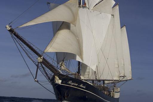 Überführungsfahrten segeln zeigt die Regina Maris