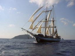 Segelurlaub Liparische Inseln zeigt die Florette