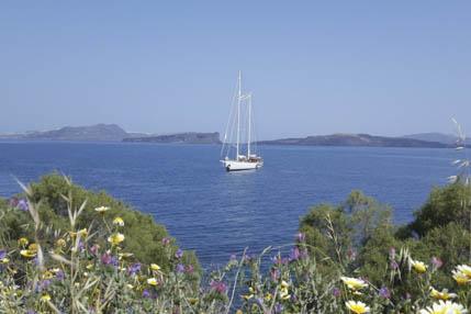 Sardinien Törns zeigt eine Segelyacht
