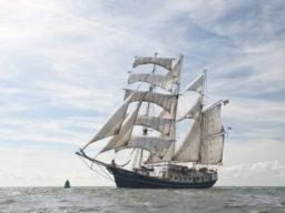 Europareisen Stad Amsterdam zeigt den 3 Mast Klipper