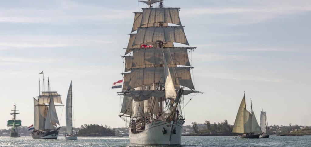 Bark Europa Bild zeigt das Segelschiff von vorne