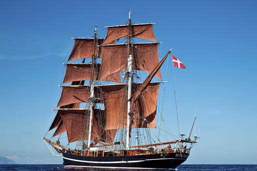Einlaufparade Eye of the Wind zeigt das Schiff