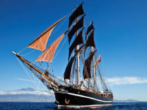 Hamburger Hafengeburtstag Eye of the Wind zeigt das Schiff von vorne