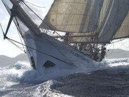 Meilentörns im Mittelmeer zeigt die Sir Robert in voller Fahrt