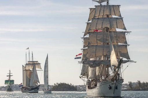 Meilentoerns Pazifik der Bark Europa zeigt das Schiff unter Segeln