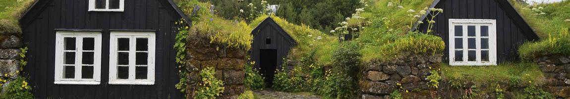 Segeltörn Island buchen zeigt typische Isländische Hütten