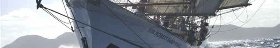 Segeln mit Skipper zeigt Bug eines Traditionsschiffes