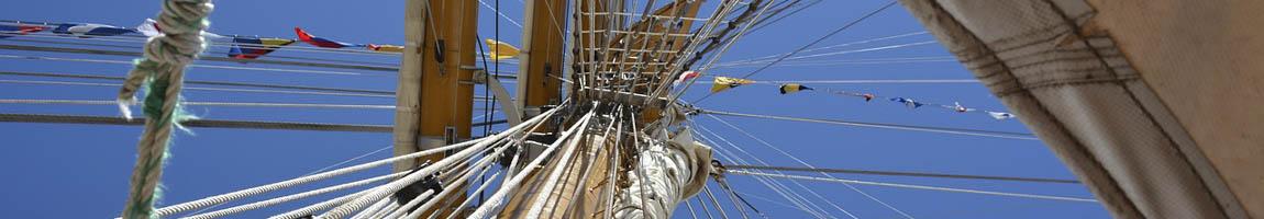Segeltörn Ostsee Bild zeigt Details eines Mastes
