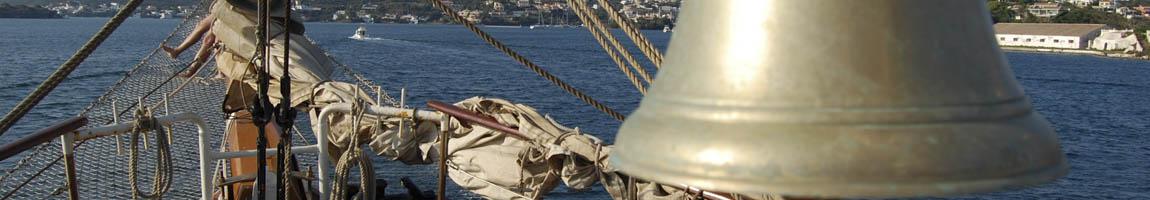 Urlaub Mittelmeer zeigt eine Schiffsglocke
