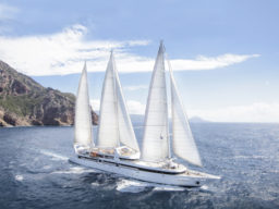 Segelkreuzfahrten Rund um Korsika zeigt die Le Ponant