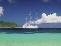 Segelkreuzfahrten Karibik Le Ponant zeigt die Yacht in der Karibik