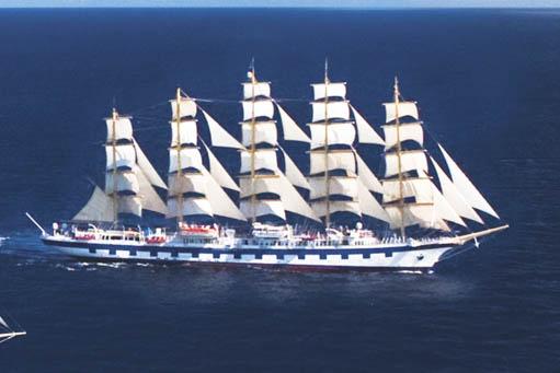 Segelkreuzfahrten Royal Clipper Frankreich & Italien - zeigt die ROYAL CLIPPER von Steuerbord unter vollen Segeln