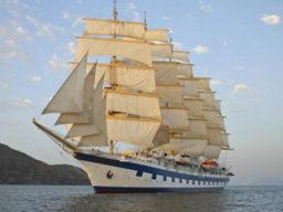 Windjammerkreuzfahrten Italien zeigt das 5 Mast Vollschiff unter vollen Segeln