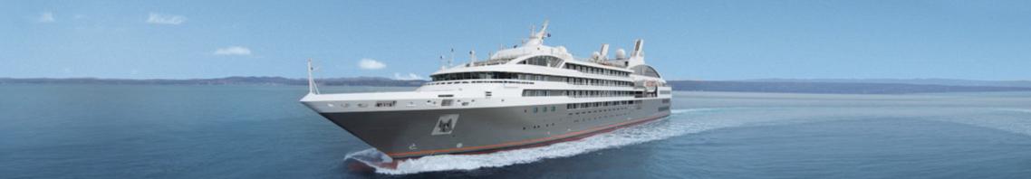 Ueberfuehrungsfahrten zeigt Megayacht auf hoher See