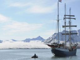 Wintersegeln Nordlicht und Wale zeigt die Antigua