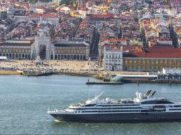 Kreuzfahrt Dakar Lissabon zeigt Megayacht in Lissabon