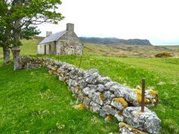 Kreuzfahrt Keltische See zeigt irisches Farmhaus