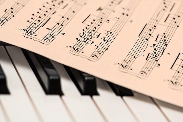 Musik Kreuzfahrt zeigt Klavier Szenerie
