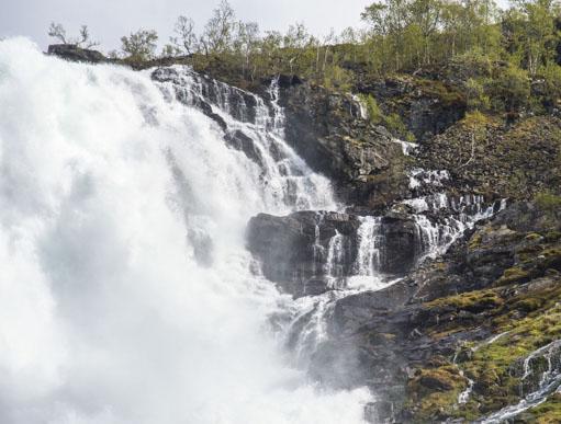 Kreuzfahrt Schätze Norwegens zeigt einen Wasserfall