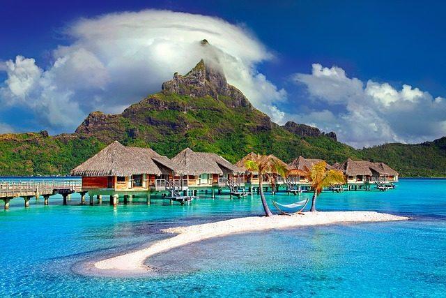 Segeln in der Karibik zeigt Wasserhäuser