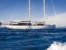 Meilentörns Europa zeigt die Segelyacht Chronos