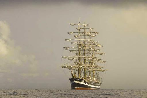 Segeltoerns 2020 Kruzenshtern zeigt das stolze Segelschiff