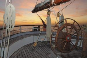 Zeigt Sonnenuntergang an Bord der Wylde Swan