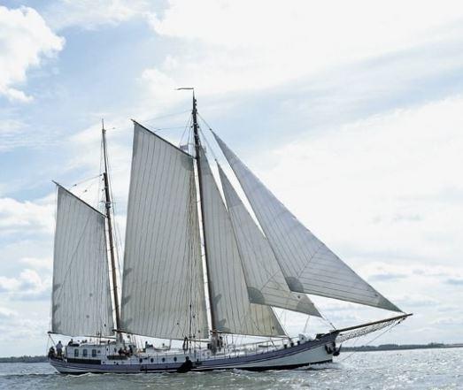 2 Mast Klipper Avanti Steuerbordansicht unter Segel
