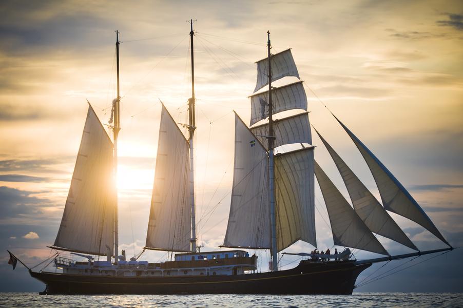 Windjammerparade in Kiel zeigt 3 Mast Topsegelschoner Gulden Leeuw