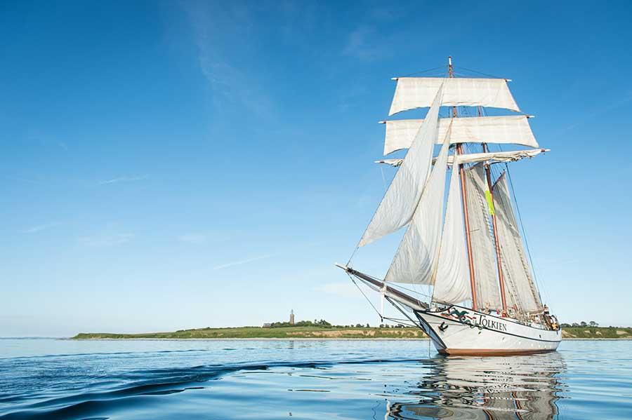 2 Mast Topsegelschoner J.R. Tolkien segelnd