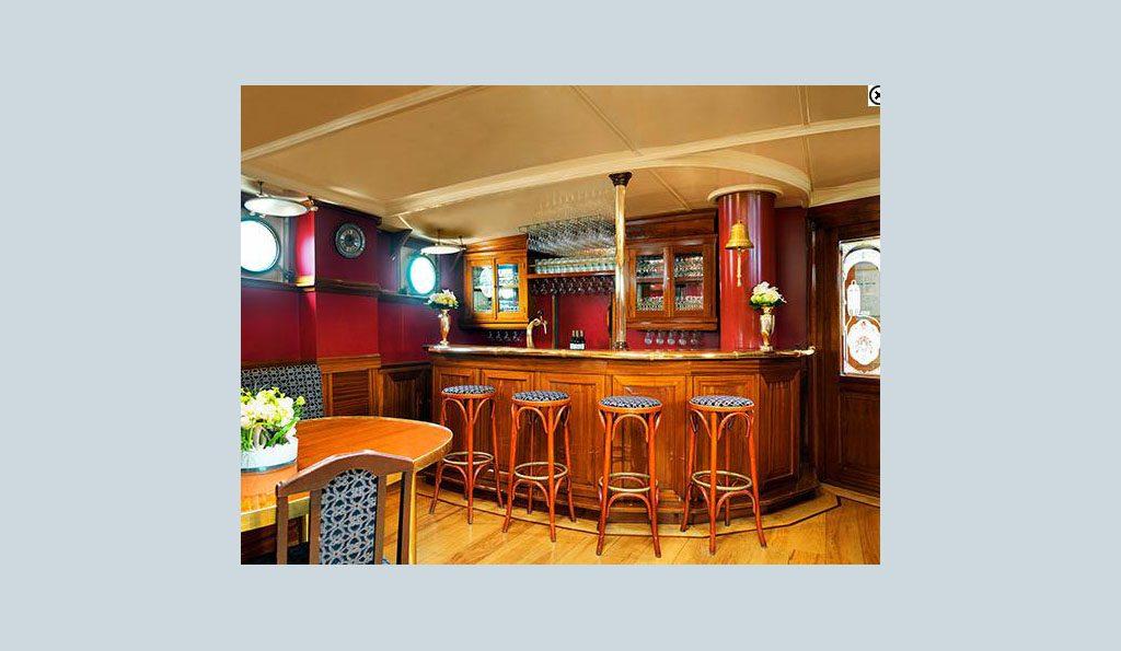 3 Mast Gaffelschoner Mare Frisium Bar