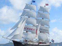 Hamburger Hafengeburtstag: Brigg Mercedes zeigt das imposante Schiff unter vollen Segeln