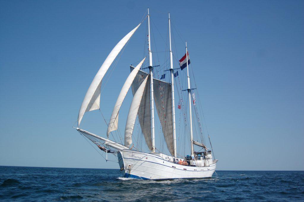 3 Mast Gaffelschoner Minerva auf See