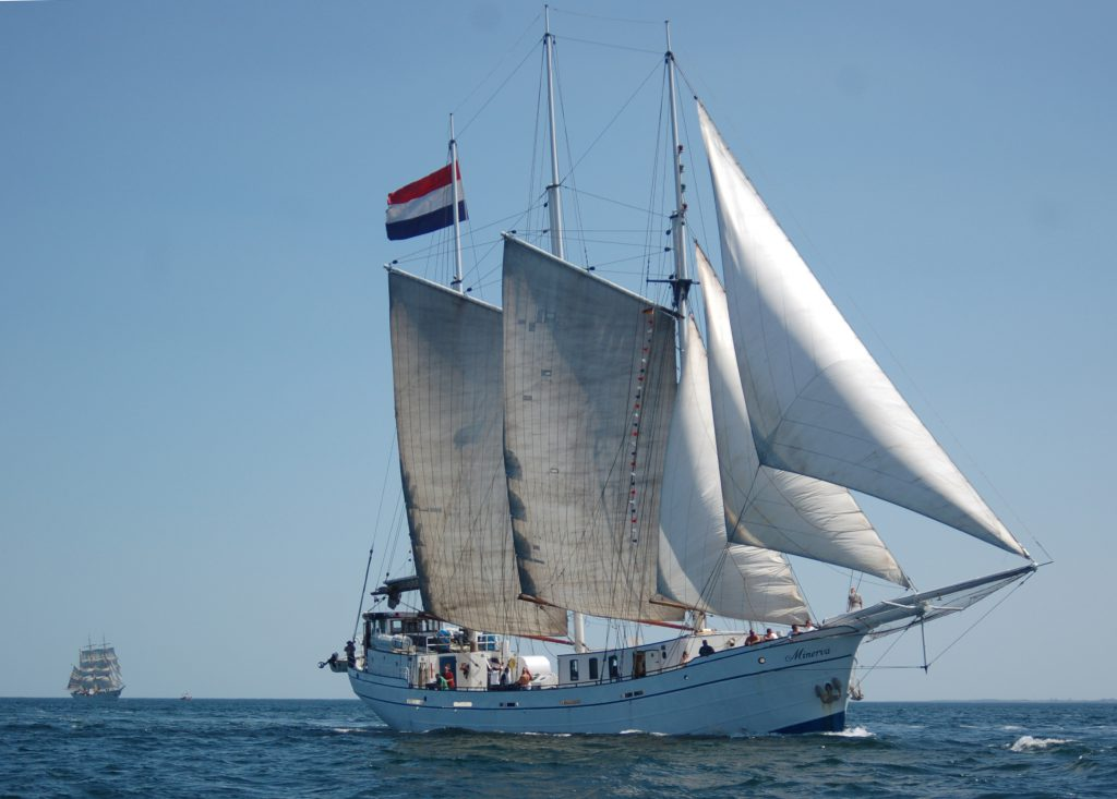 3 Mast Gaffelschoner Minerva, unter Segeln