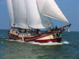 2 Mast Klipper Nirwana segelnd