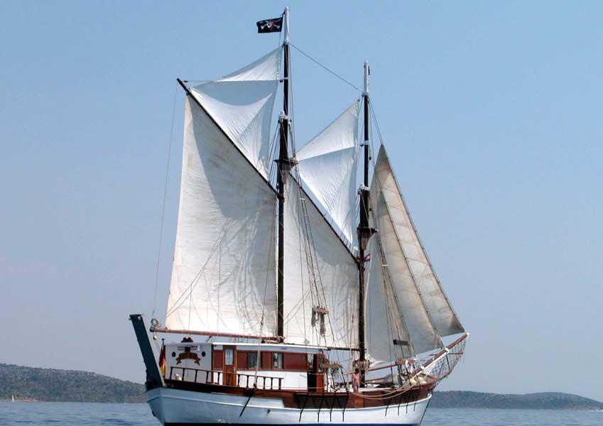 2 Mast Gaffelschoner Basholm Steuerbord