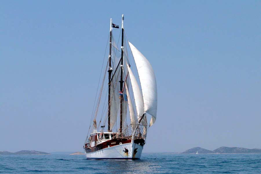 2 Mast Gaffelschoner Basholm unter Segeln